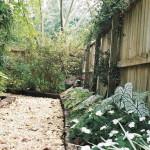 Gestaltung und der Bau von weichen Gartenwegen