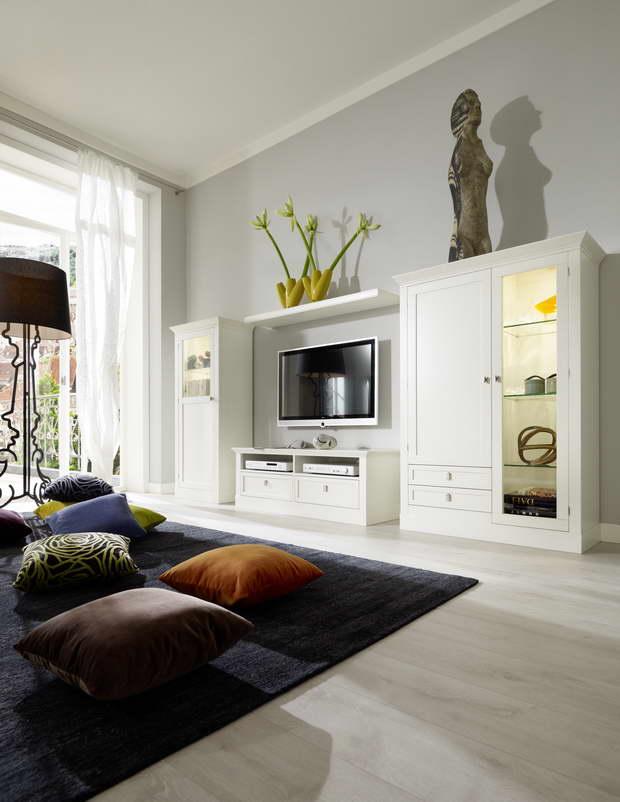 klassische einrichtung des wohnzimmers auf moderne art. Black Bedroom Furniture Sets. Home Design Ideas